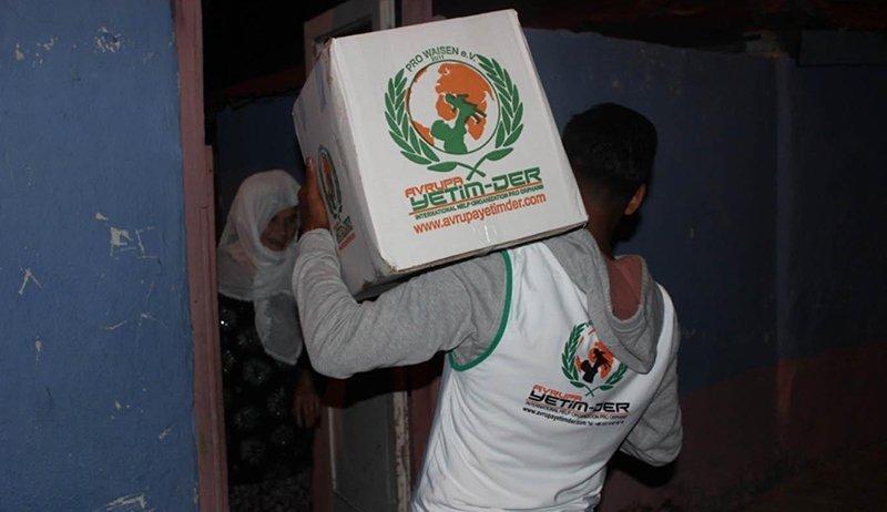 Die Pro-Waisen hilft mit Lebensmittelpaketen