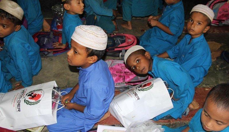 Schreibwaren Unterstützung in Bangladesch