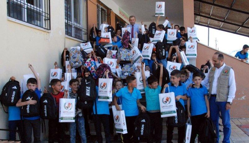 Avrupa Yetim-Der'den öğrencilere kırtasiye yardımı
