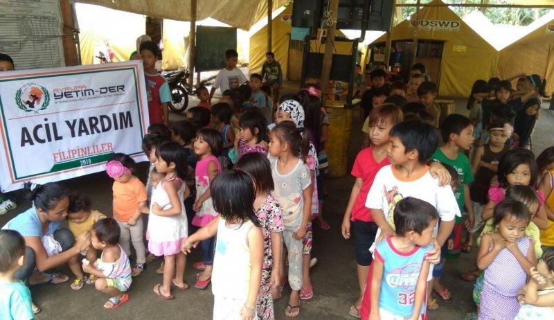 Filipinli Mağdurlara Gıda Yardımı