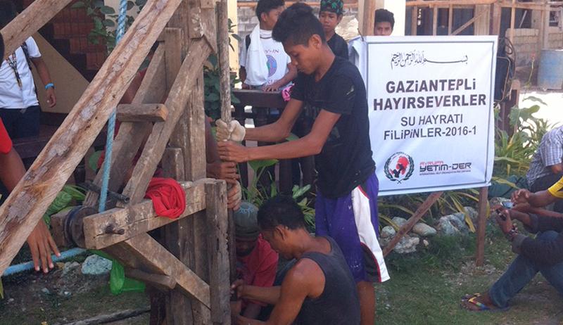 Filipinler'de Su Kuyusu Yardımı